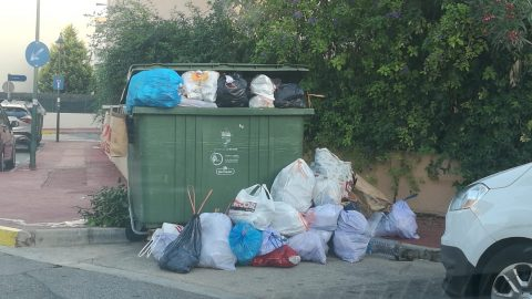 ¡No nos recogen la basura!